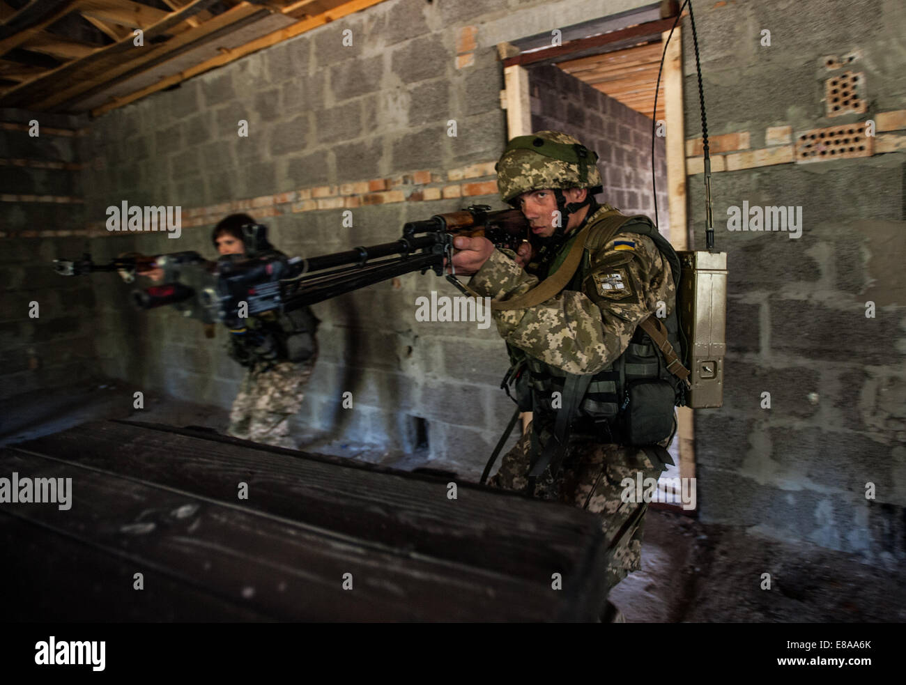 Ukrainian marines clear a room during a situational training exercise as part of Rapid Trident 2014 in Yavoriv, - Stock Image