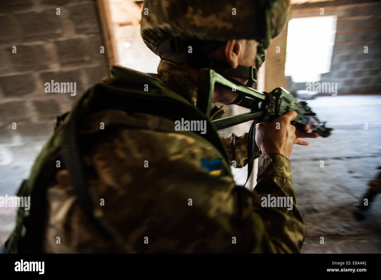 A Ukrainian marine clears a room during a situational training exercise as part of Rapid Trident 2014 in Yavoriv, - Stock Image