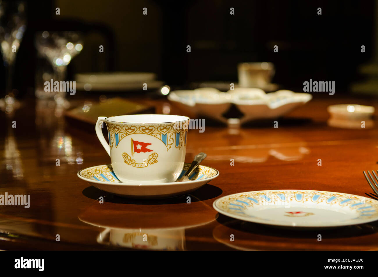 Dining table, cutlery & crockery which should have been in the Captain's private dining room on the Titanic - Stock Image