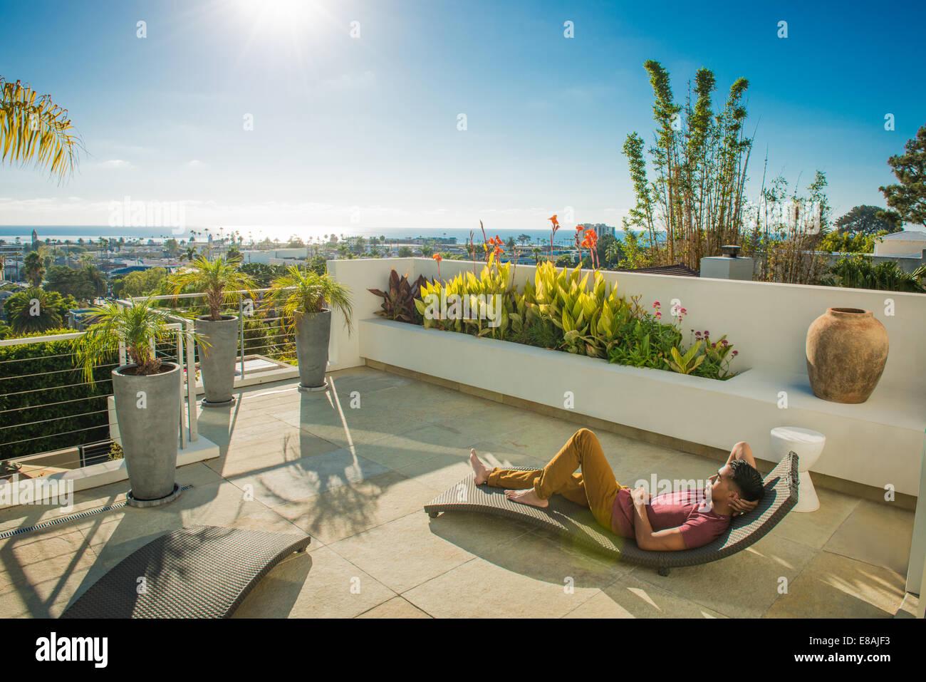 Rooftop Garden Stock Photos & Rooftop Garden Stock Images - Alamy