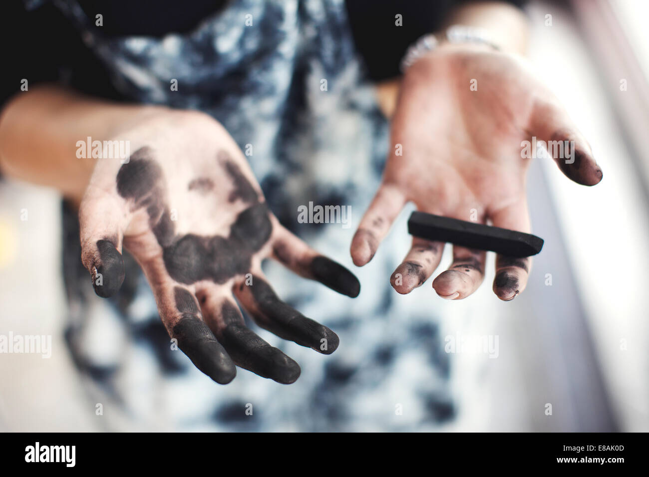 Woman's charcoal-stained hands - Stock Image