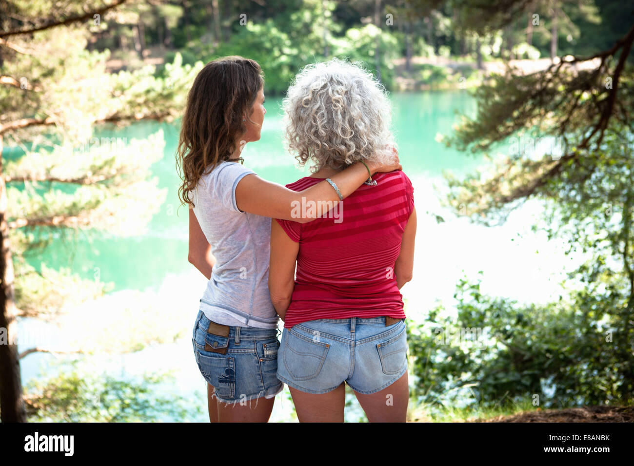 Mother and daughter enjoying nature, The Blue Pool, Wareham, Dorset, United Kingdom - Stock Image