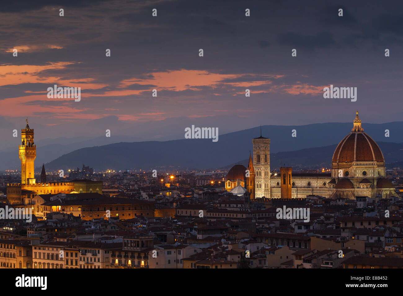 Santa María del Fiore Cathedral and Palazzo Vecchio (Old Palace) at night from Piazzale Michelangelo, Florence, - Stock Image