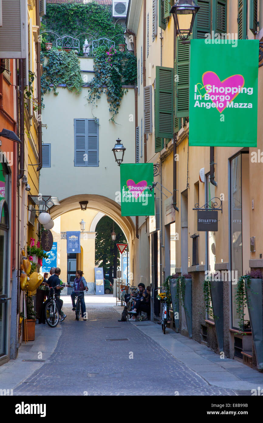 Attractive traditional shopping street, Parma, Emilia-Romagna, Italy - Stock Image