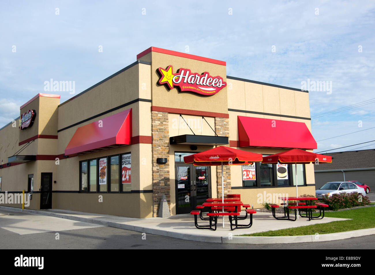 Hardees Restaurant And Outdoor Tables Manitowoc Wisconsin Stock