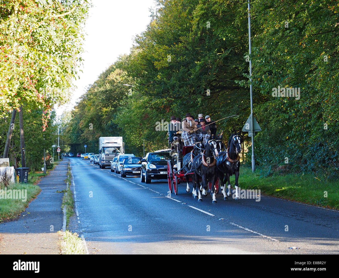 Stokenchurch, Buckinghamshire, UK. 4th October, 2014. This image shows a 19th Century horse-drawn stagecoach, the - Stock Image