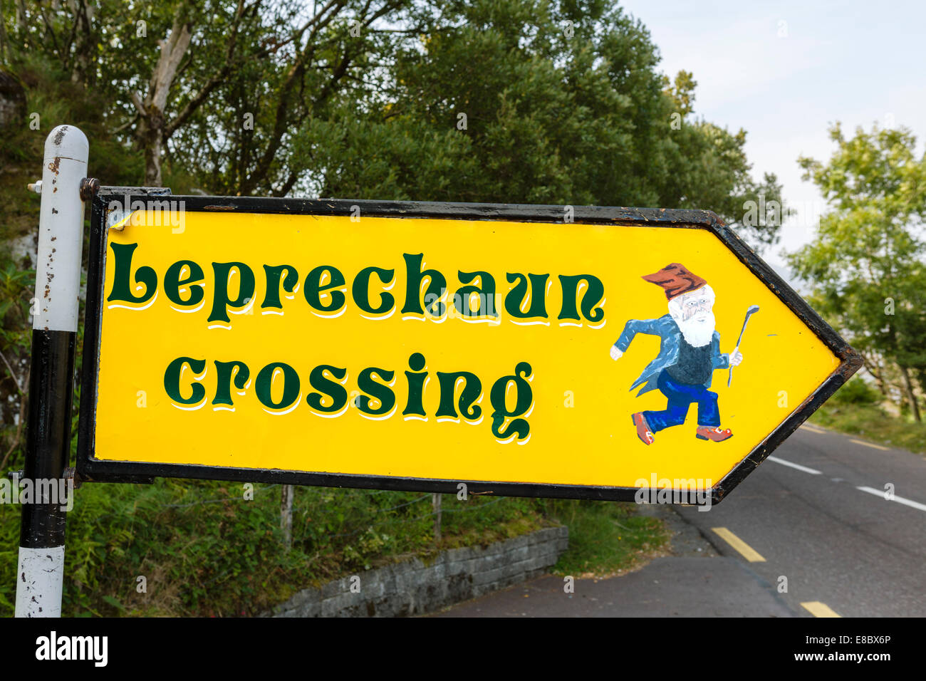 Leprechaun Crossing sign at Ladies View on the N&1 Ring of Kerry, Killarney National Park, County Kerry, Republic - Stock Image