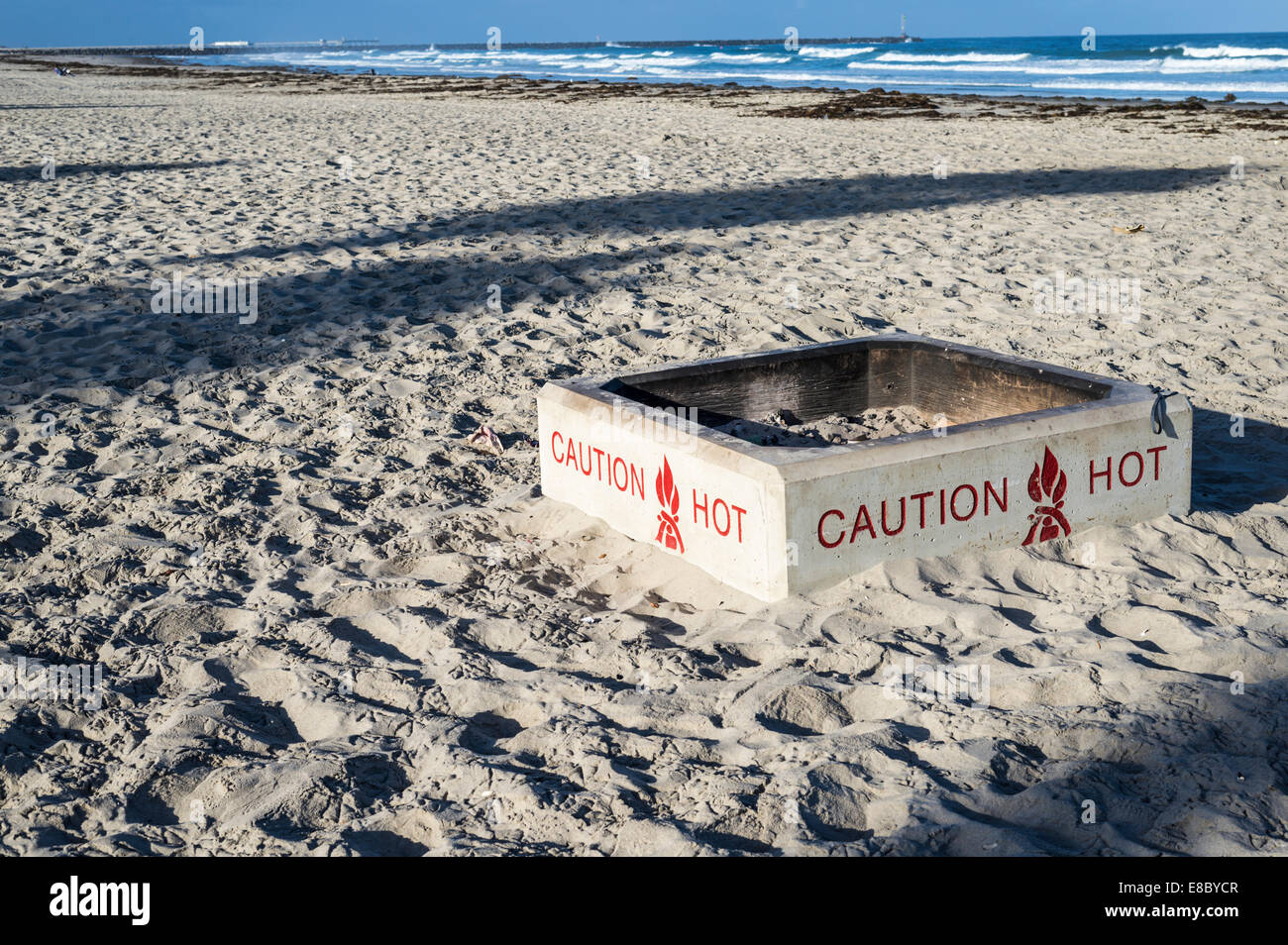 Caution Hot warning sign on the side of a fire pit on Mission Beach. San  Diego, California, United States. - Caution Hot Warning Sign On The Side Of A Fire Pit On Mission Beach