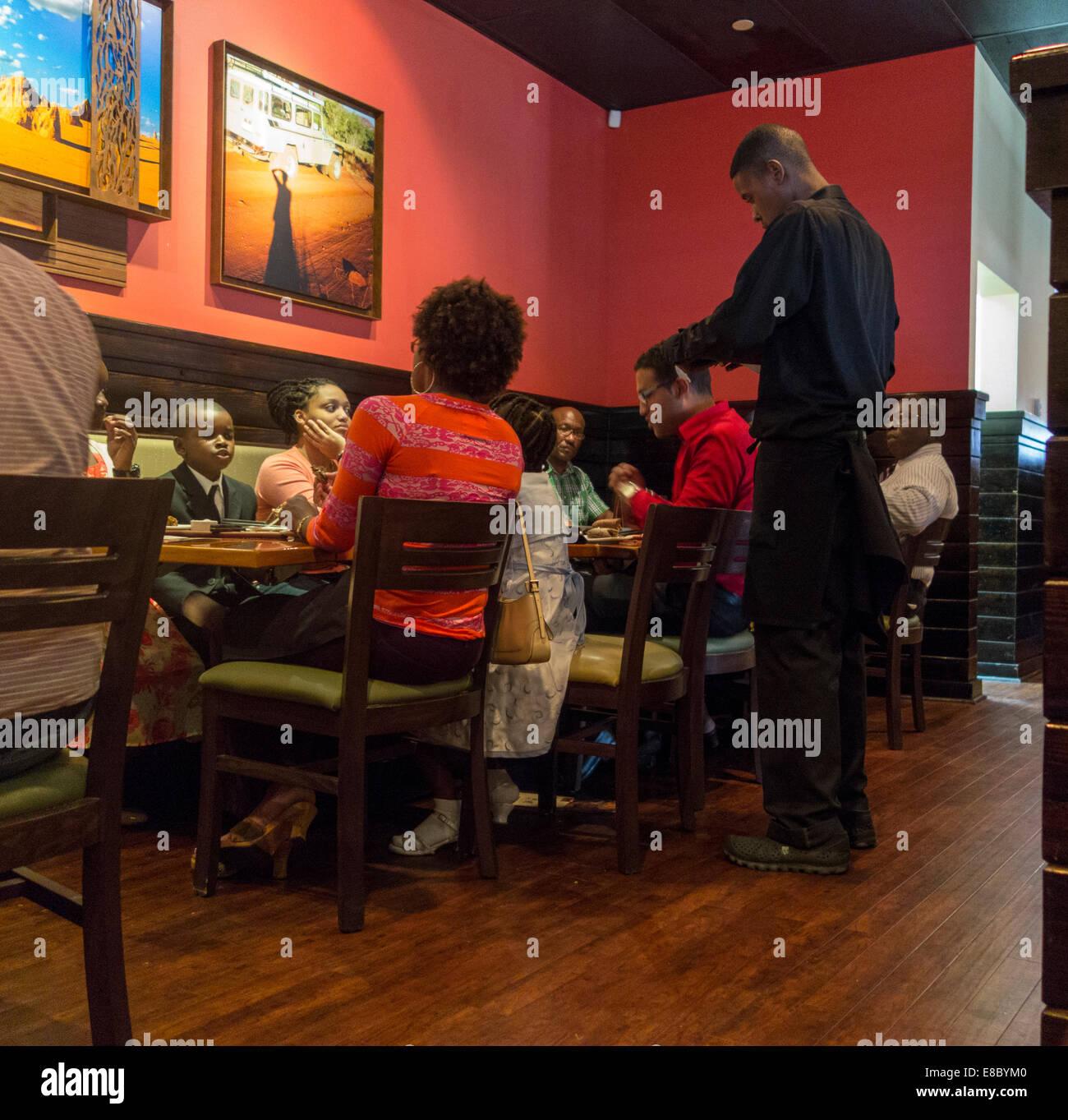 family dining, Outback Steakhouse restaurant, Nassau, Bahamas - Stock Image