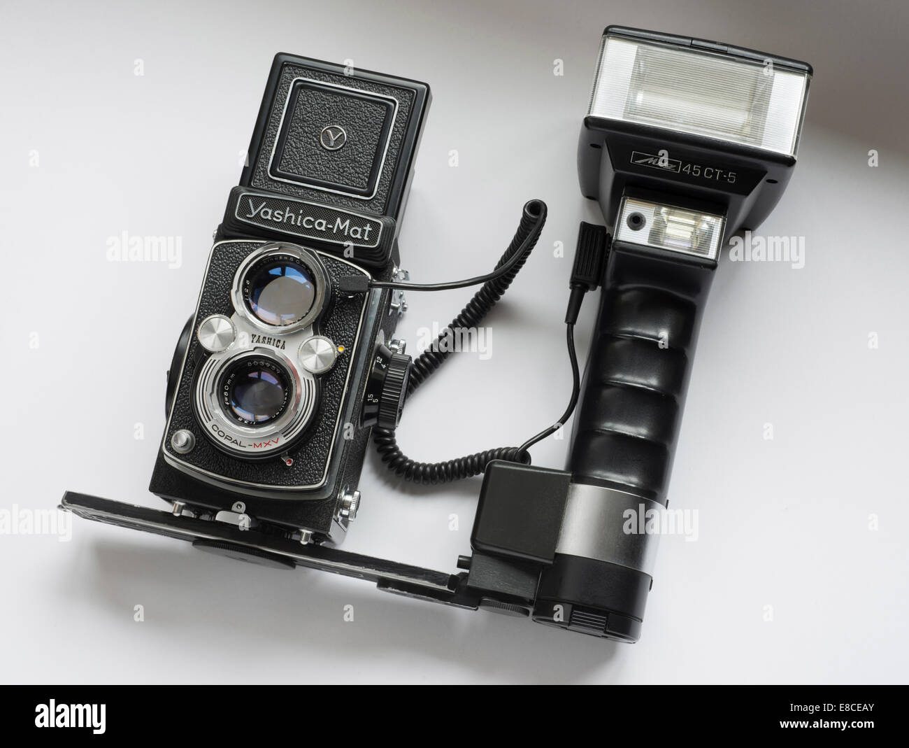 Yashica-Mat medium format vintage camera fitted with a Metz hammerhead flashgun. - Stock Image