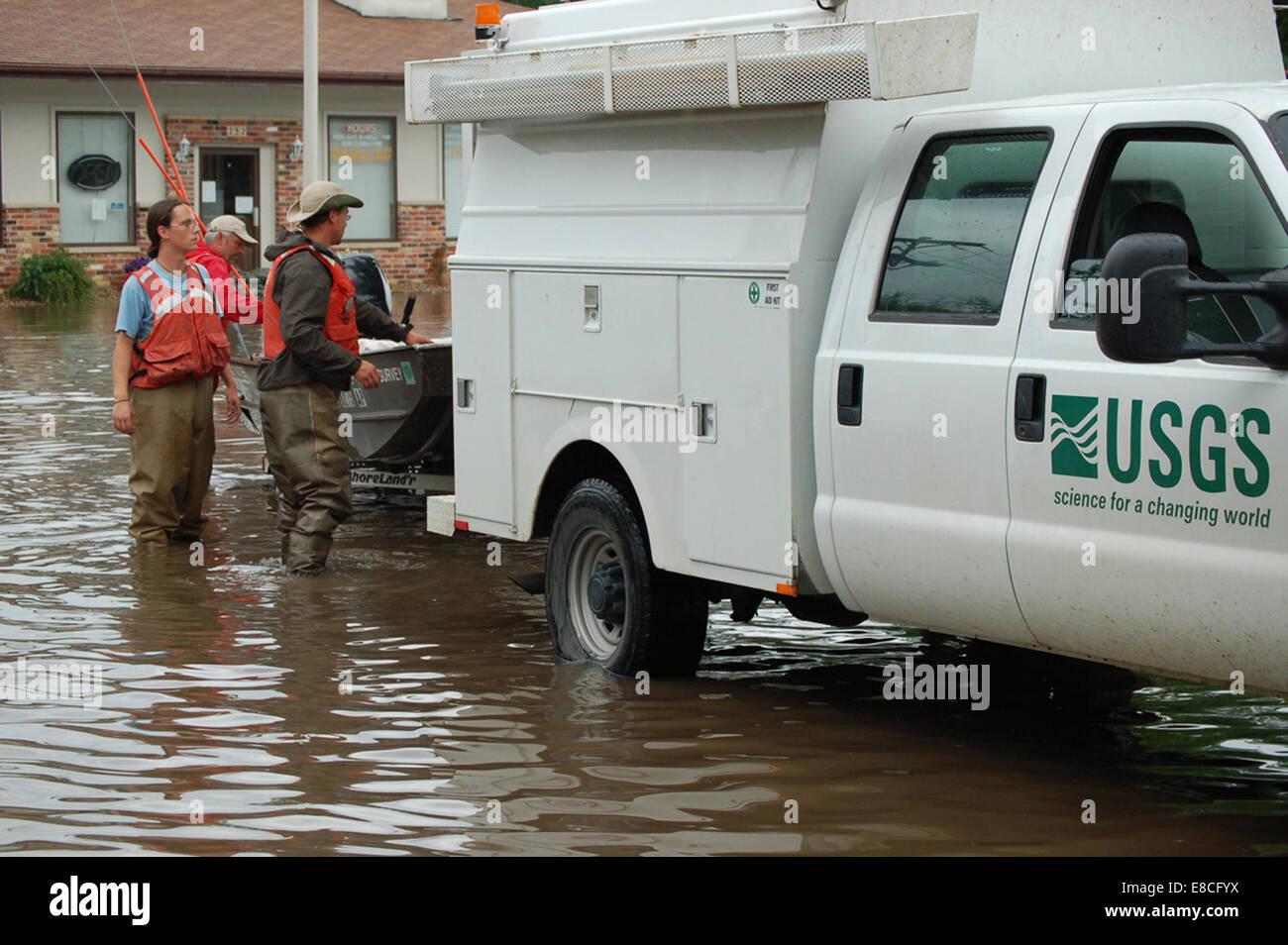 002 USGS Employees Deploying Boat, Cedar Rapids, IA - Stock Image