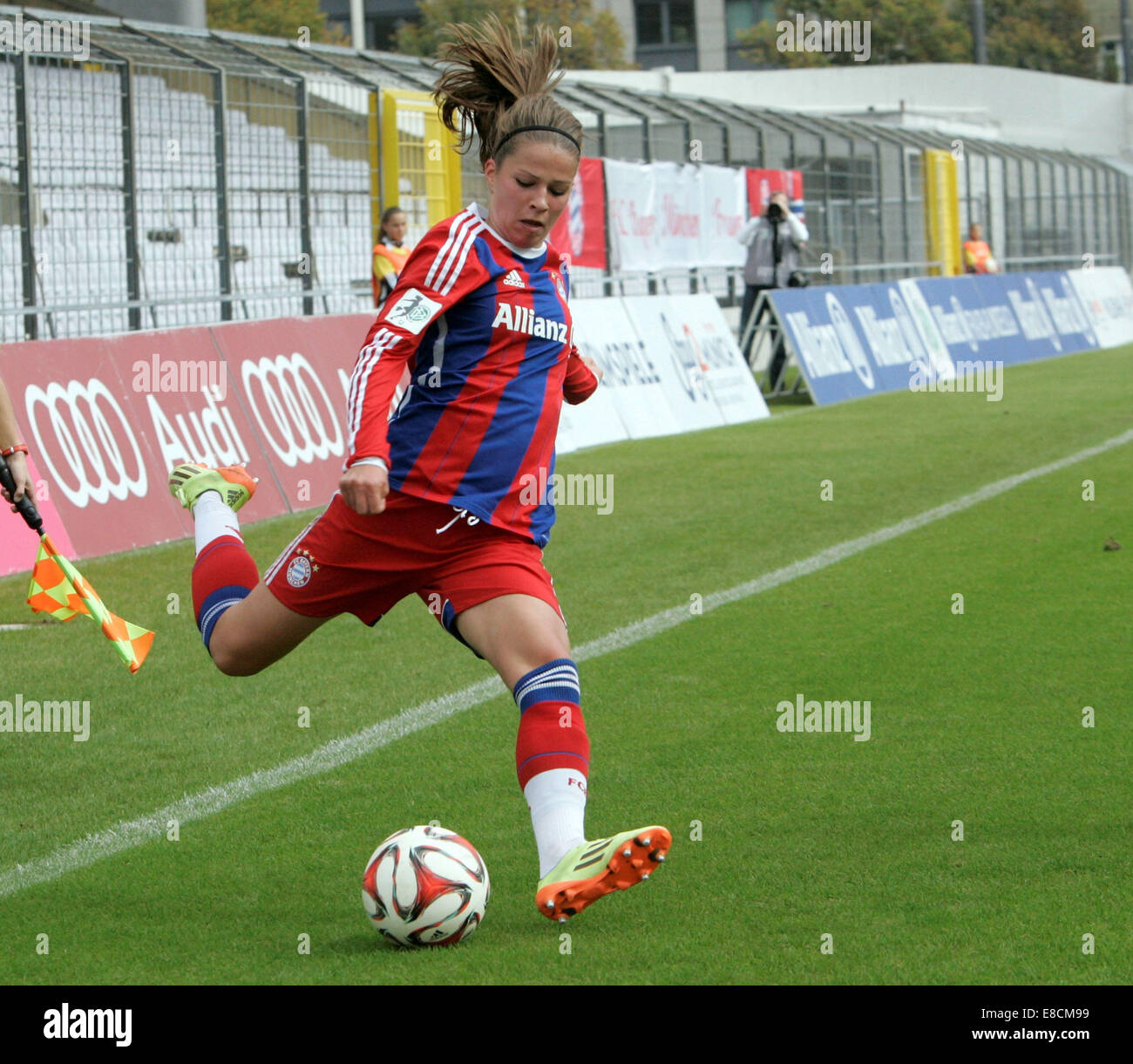 Muenchen, Bavaria, Germany. 5th Oct, 2014. 8 Melanie LEUPOLZ/Muenchen, .German woman soccer league, FC Bayern Muenchen - Stock Image