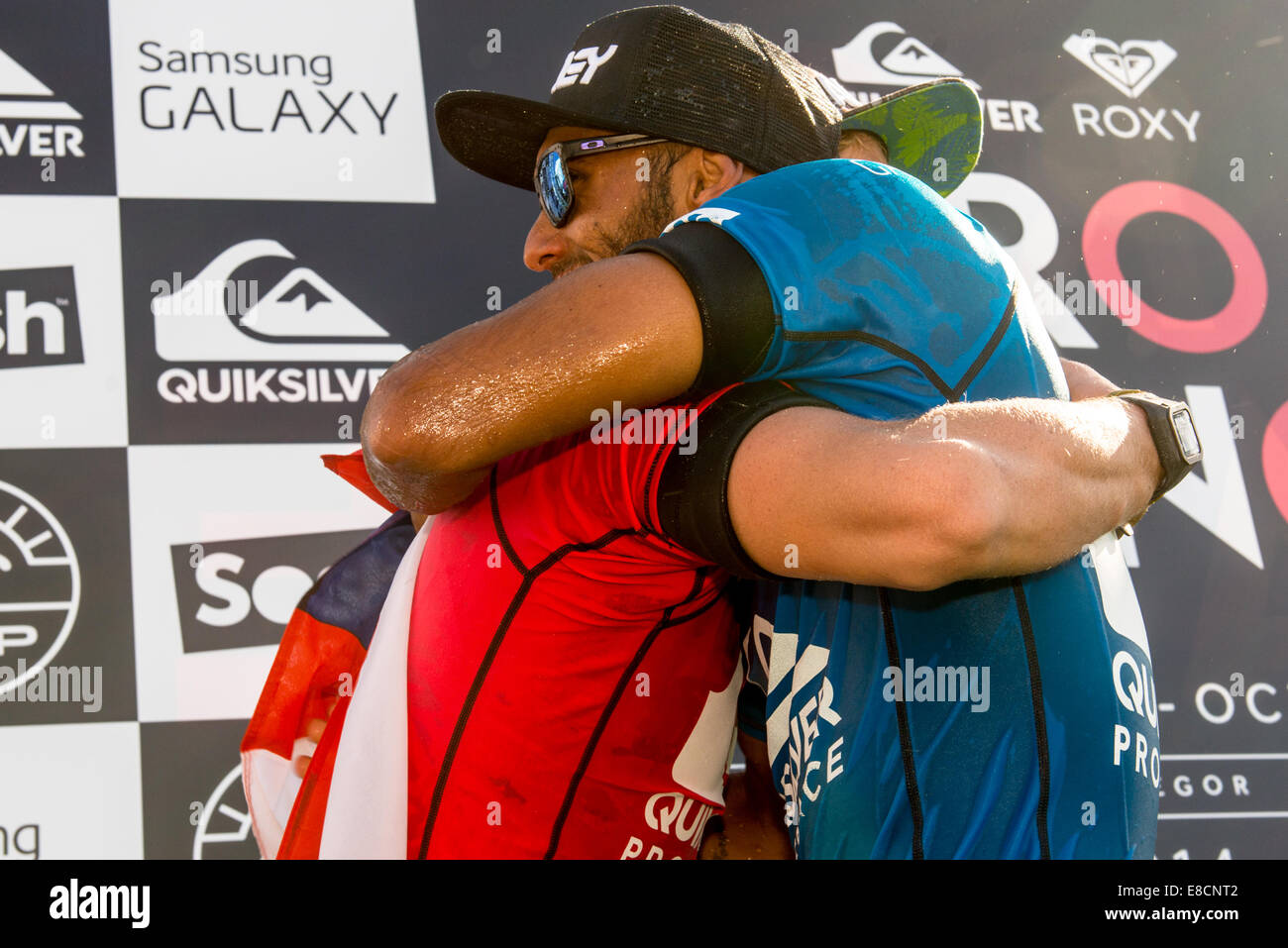 Seignosse, France. 5th Oct, 2014. Runner-up Jason Andre congratulates John John Florence, of Hawaii, who emerged - Stock Image