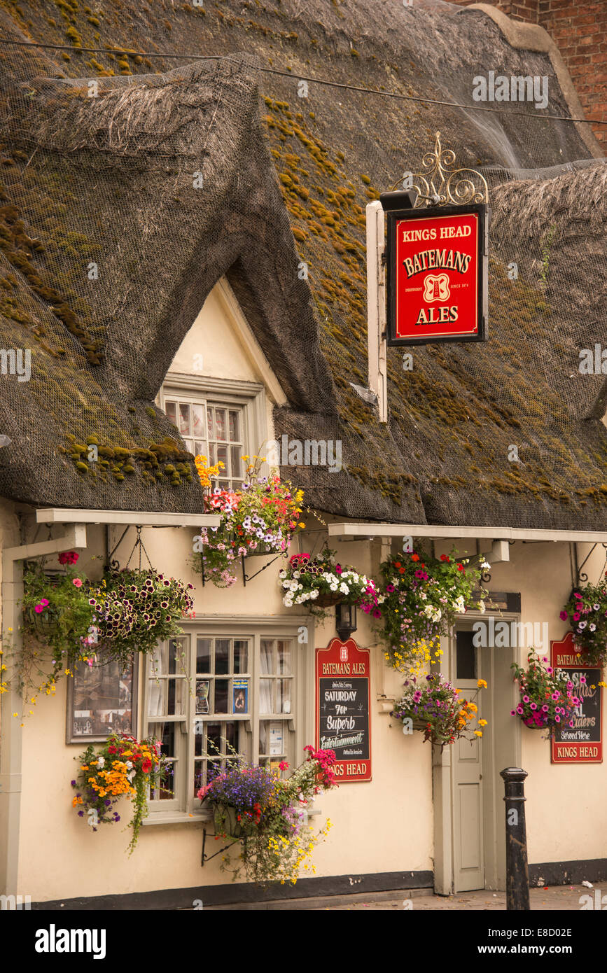 thatched roof  pub on main street of small market town of Horncastle in Lincolnshire England, United Kingdom - Stock Image