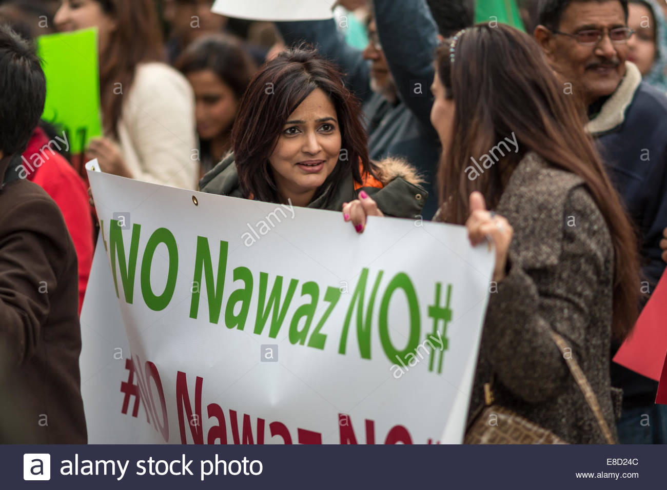 Women holding a sign stating, 'No Nawaz NO' during a protest against Nawaz Sharif, Prime Minister of Pakistan. - Stock Image