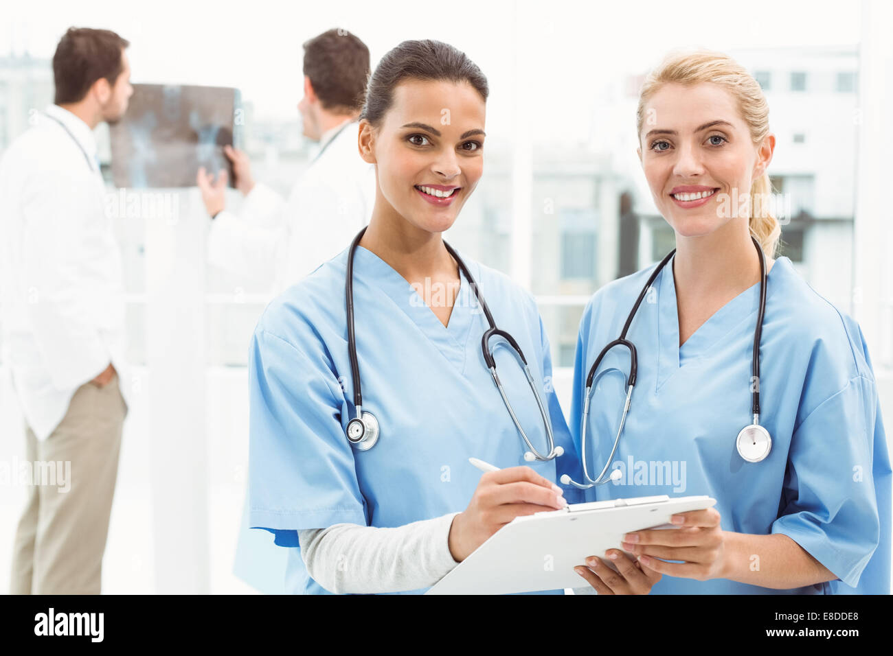 Portrait of two female surgeons with reports - Stock Image