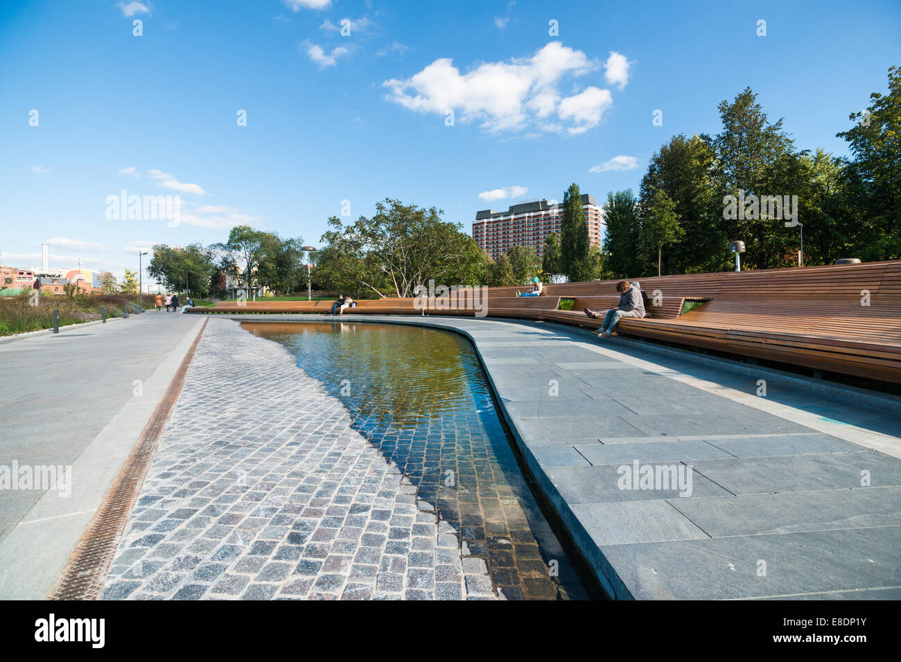 Sunny midweek in Moscow, Russia. Fountain Puddle in Museon park of arts - Stock Image