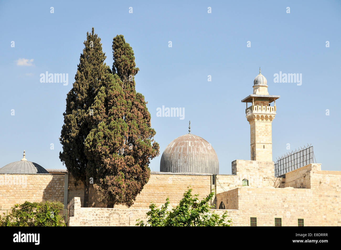Israel, Jerusalem, Haram esh Sharif (Temple Mount) View of the southwestern corner. The minaret and dome of the - Stock Image