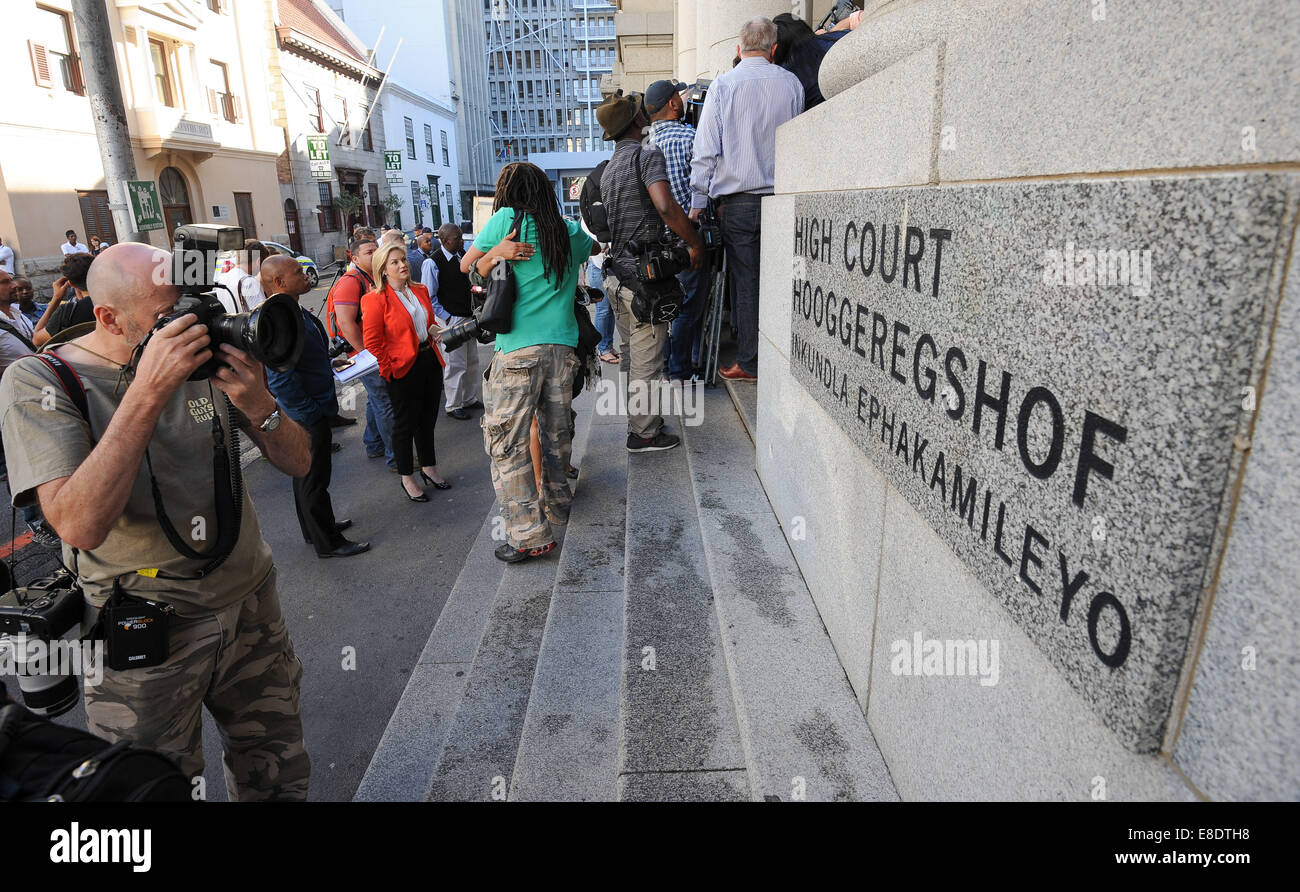 Cape Town, South Africa. 6th October, 2014.  photographers outside the High Court during Day 1 of the Shrien Dewani - Stock Image