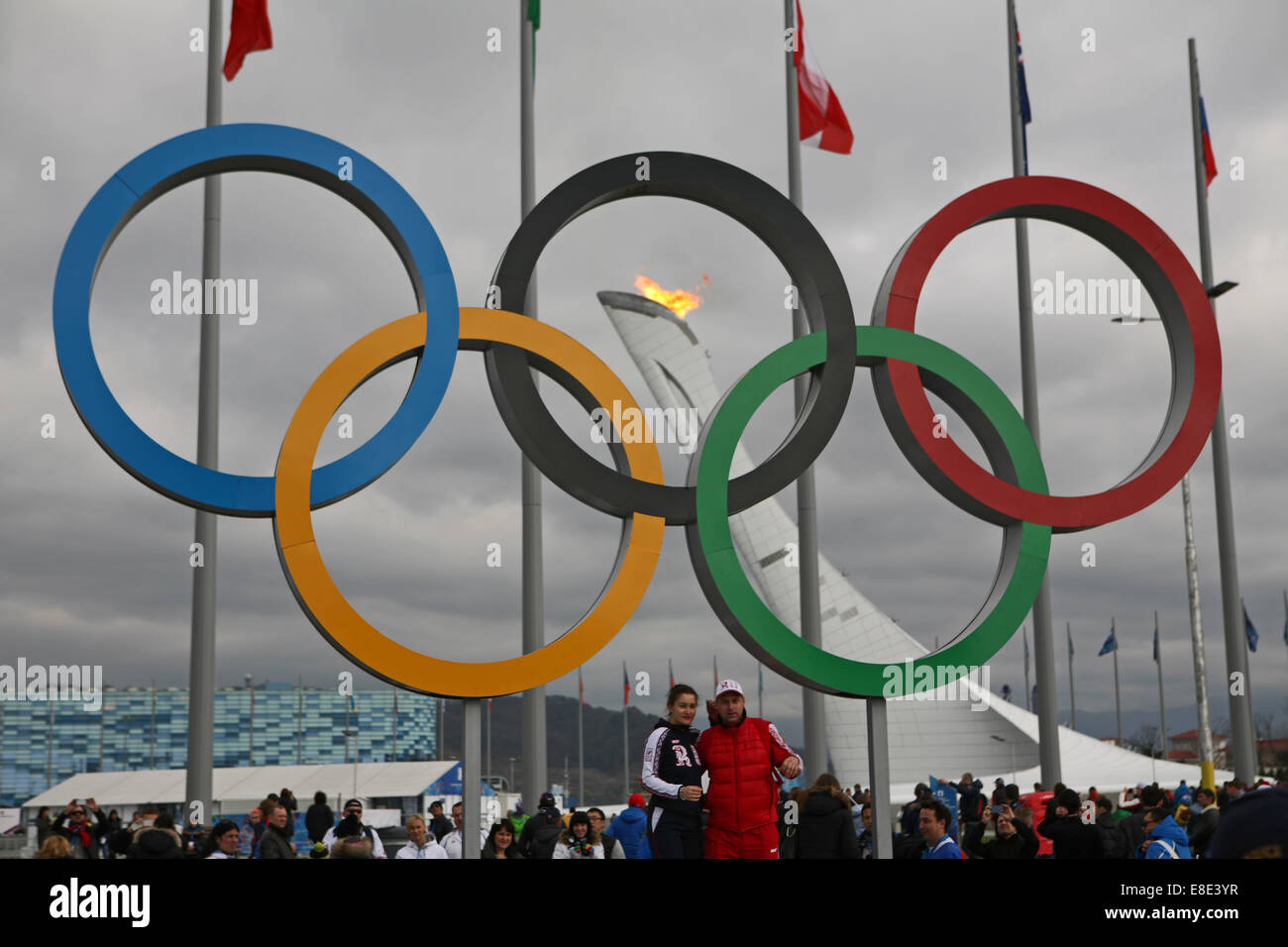 Olympic rings with Sochi flame in the background 2014 - Stock Image