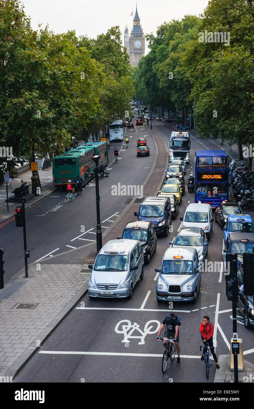 Traffic on the Victoria Embankment, London England United Kingdom UK - Stock Image