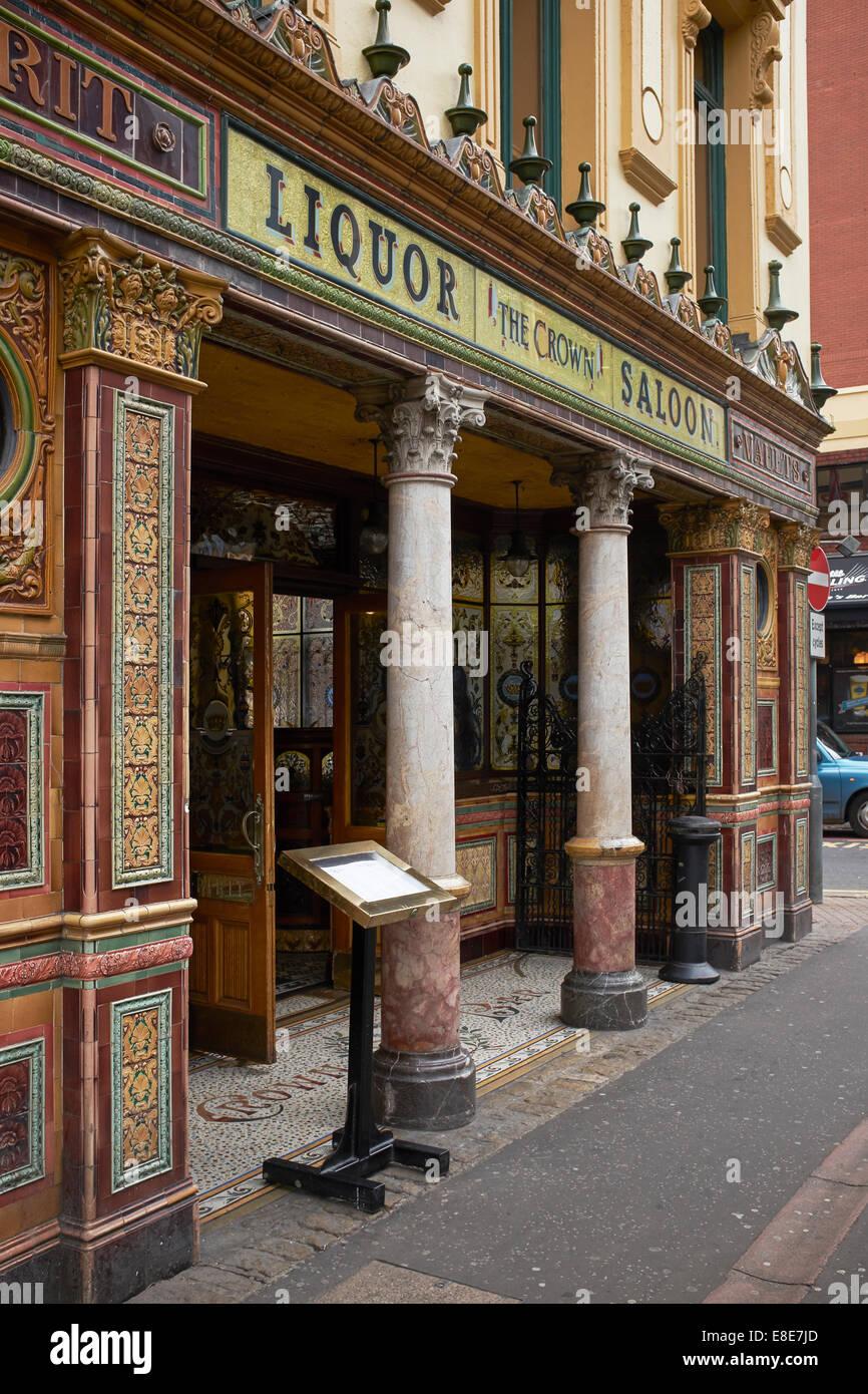 Decorative exterior of the Crown Liquor Saloon in Belfast city centre - Stock Image