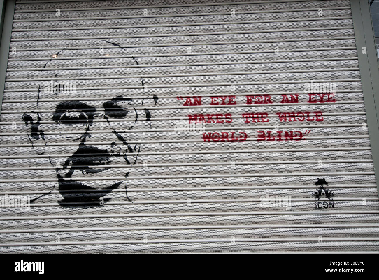 Quote from Gandhi 'An eye for an eye makes the whole world blind' graffitied on wall - Stock Image