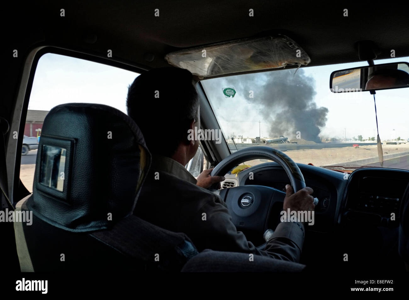 Kirkuk, Iraq. 6th October, 2014. NORTHERN IRAQ - KIRKUK 06 OCTOBER A Kurdish driver pass with his car a site which - Stock Image