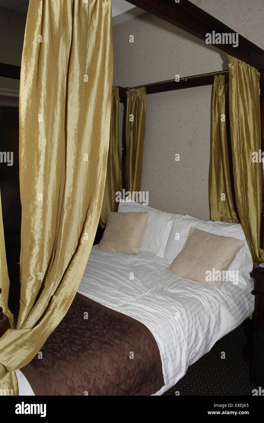 4 post bed in bridal suite of Dryfesdale Hotel in Lockerbie, Dumfriesshire, Scotland, UK - Stock Image