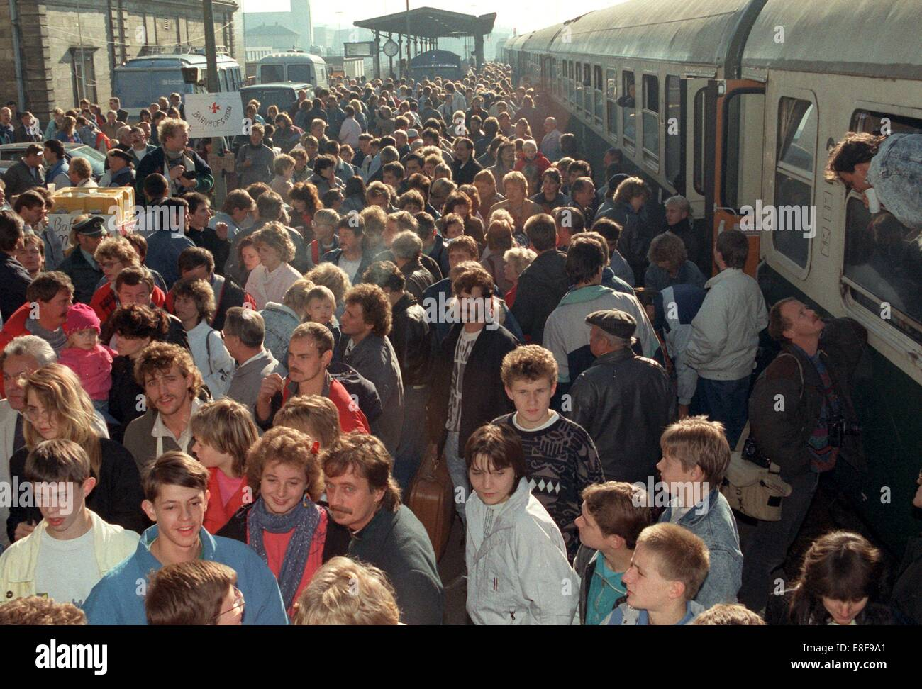 GDR refugees arrive at the train station of Hof, Germany, 05 October 1989. They had occupied the Federal German - Stock Image