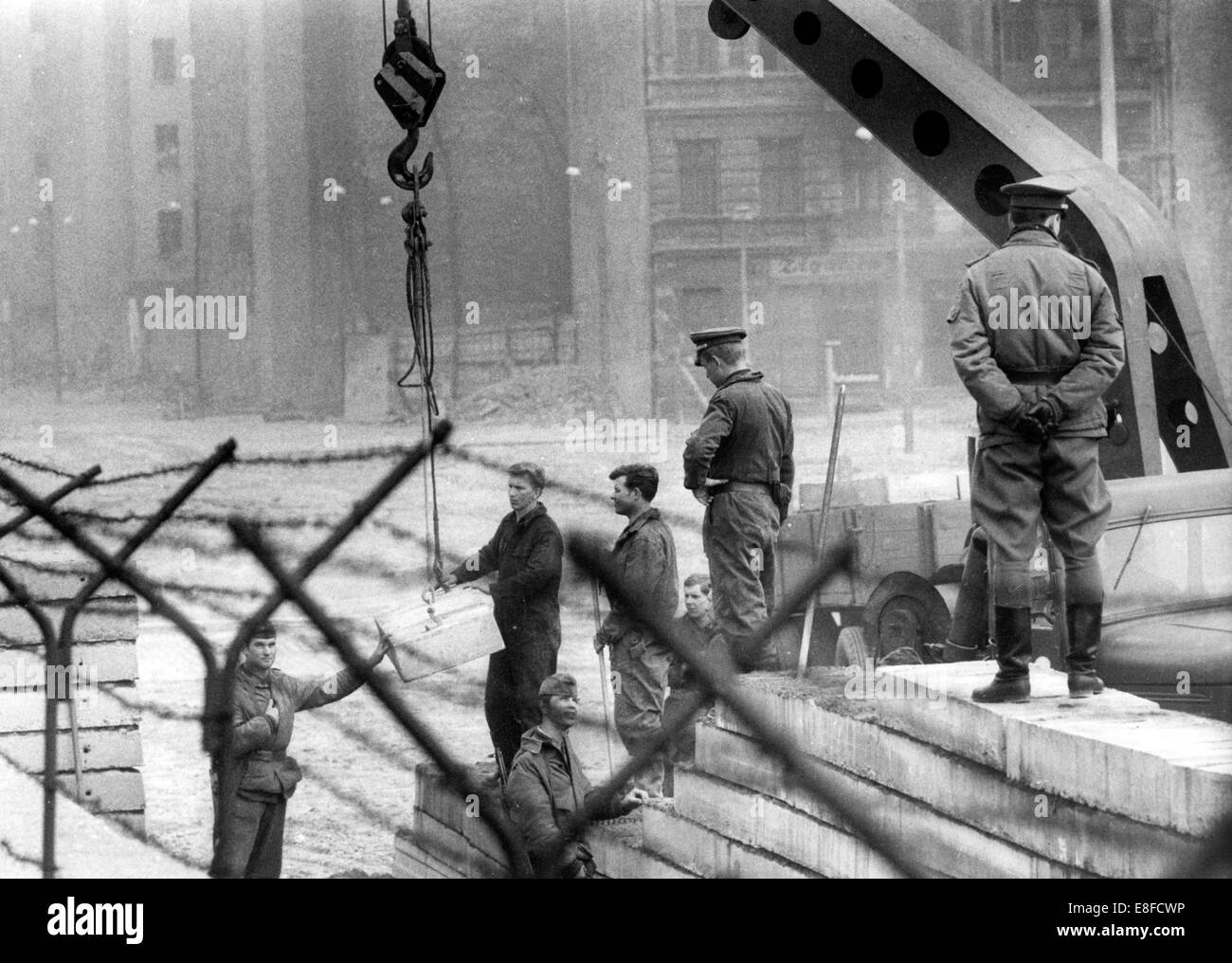 Working squads from East Berlin build a second, new wall behind the already existing one, in Bernauer Street in - Stock Image