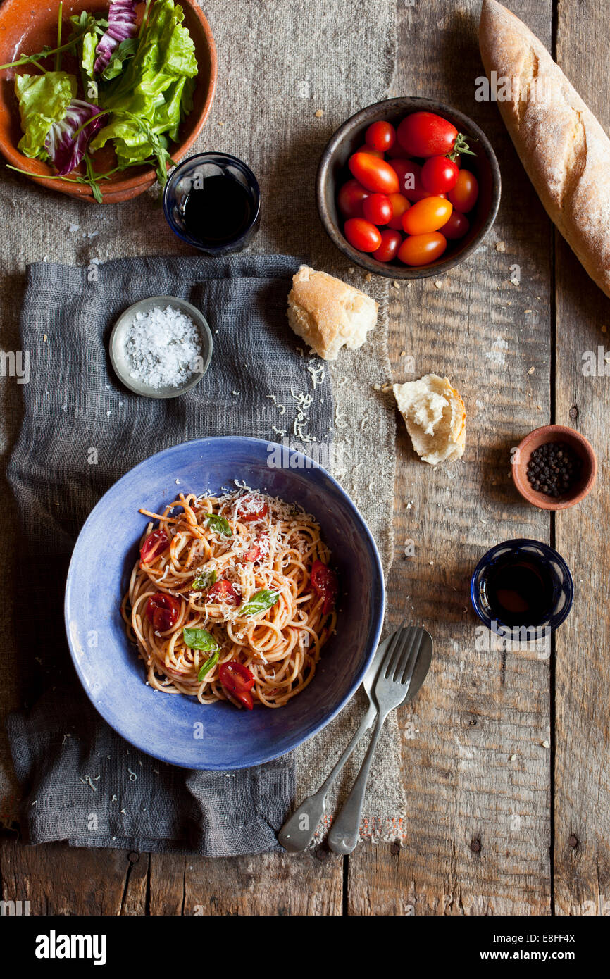 Spaghetti and salad with bread - Stock Image
