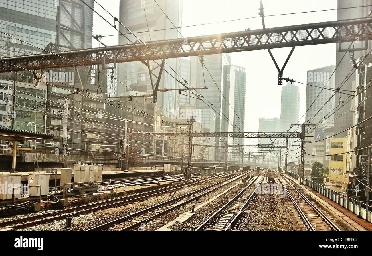 Train tracks cutting through city, Tokyo, Japan - Stock Image