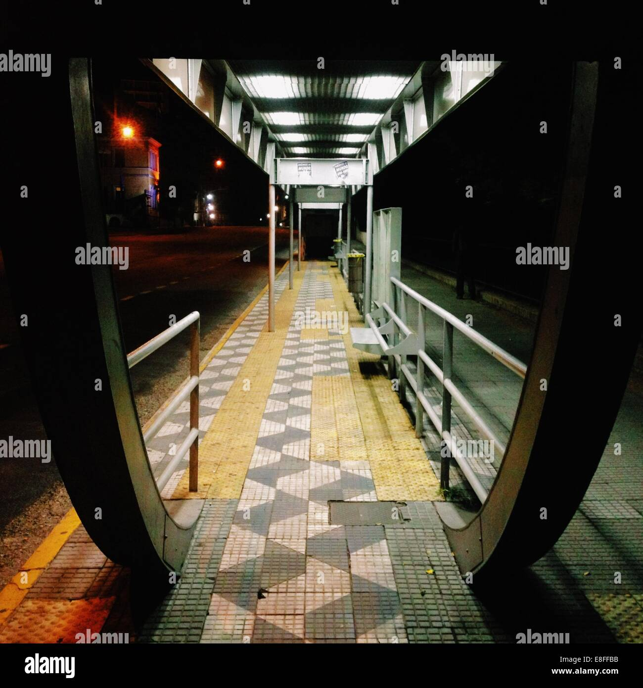 Brazil, Sao Paulo, Bus Stop at night - Stock Image