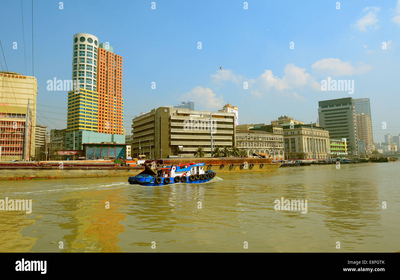 Philippines, Manila, Binondo, Boat crossing Pasig River - Stock Image