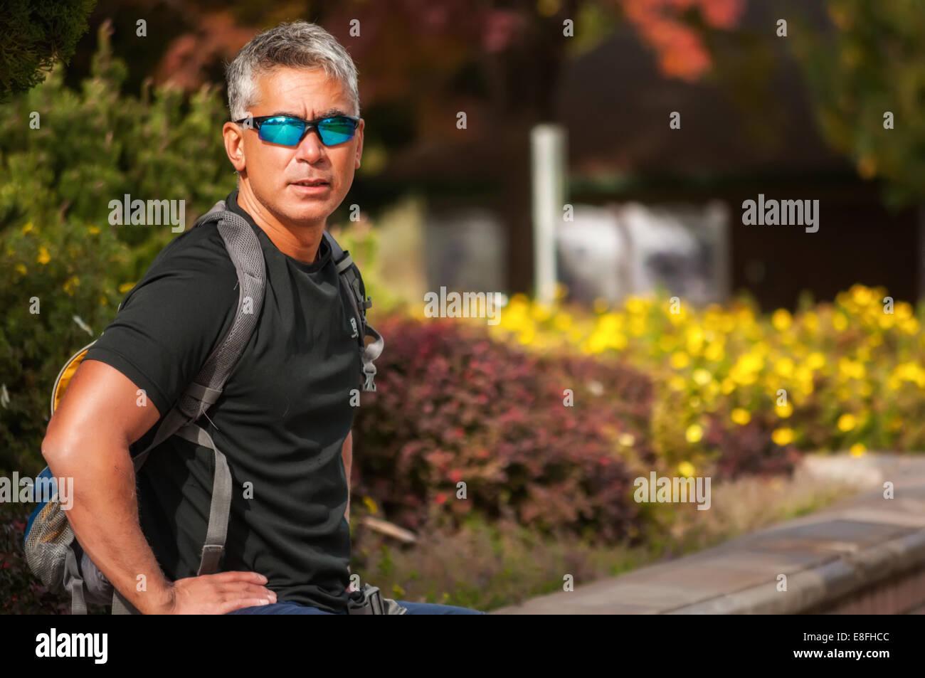 USA, Idaho, Ada County, Boise, Portrait of athletic man wearing sunglasses - Stock Image