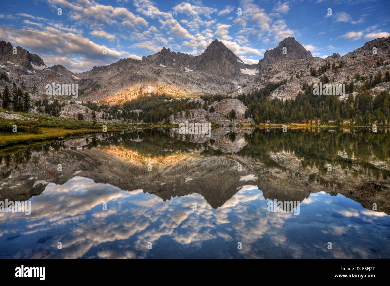 USA, California, Inyo National Forest, Banner Peak and Mount Ritter reflected in Lake Ediza - Stock Image