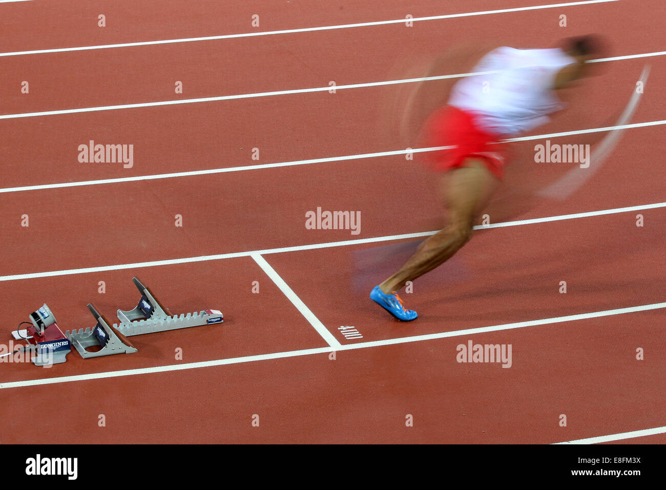 James Ellington (ENG) (Lane 6) runs the 1st leg - Round 1, Heat 3, Mens 4 x 100m Relay. Athletics - Hampden Park Stock Photo