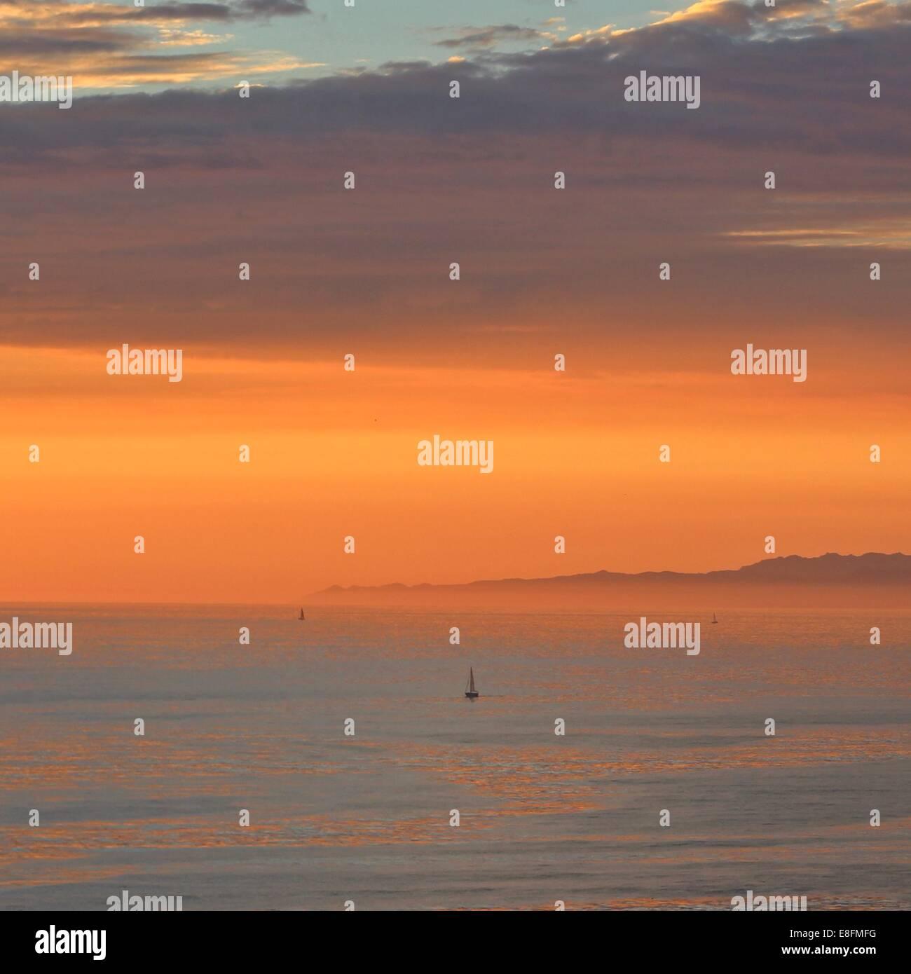 USA, California, Palos Verde, Sunset over ocean - Stock Image