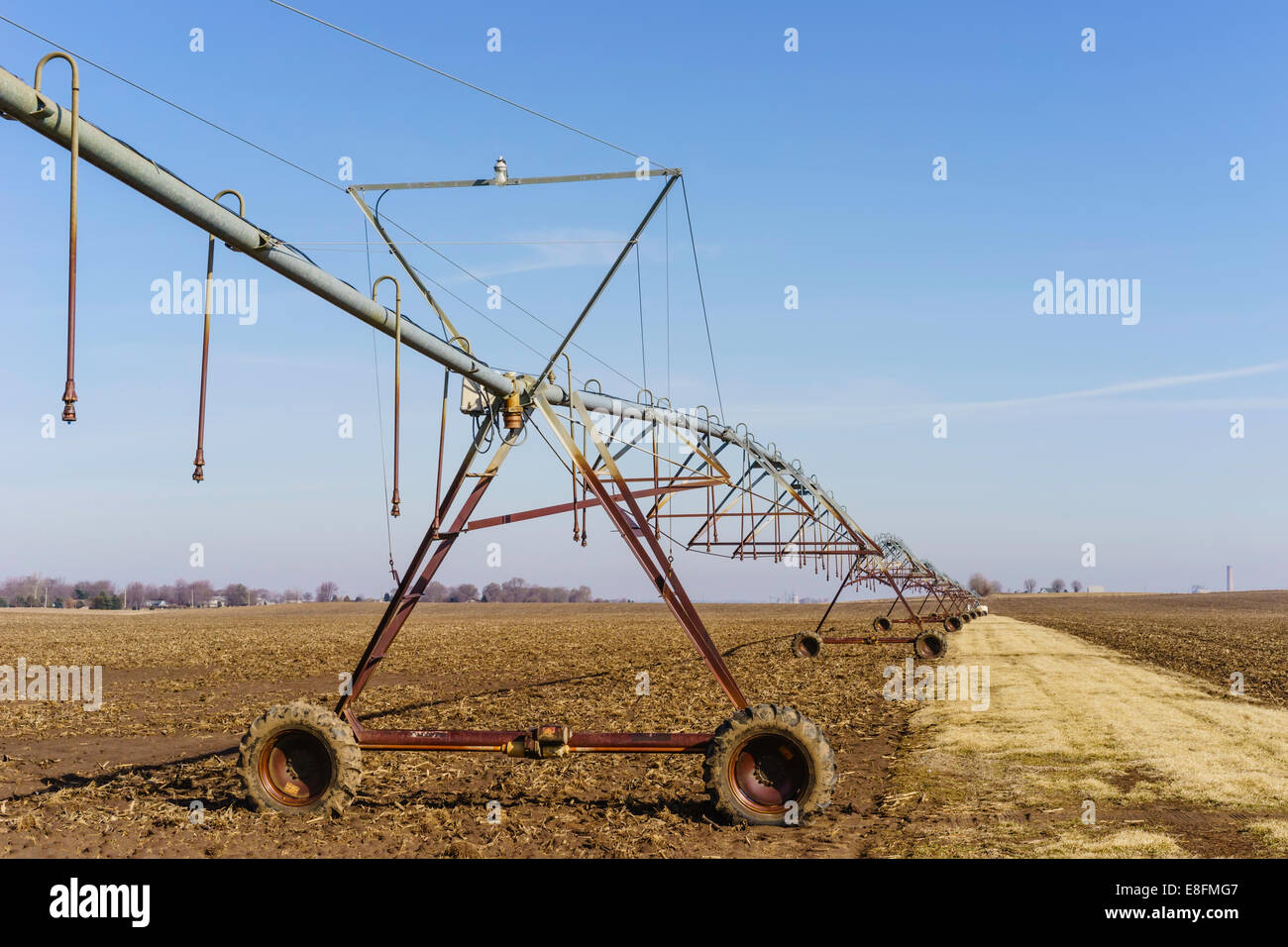 Wheeled towers with sprinklers in a  field, Illinois, America, USA - Stock Image