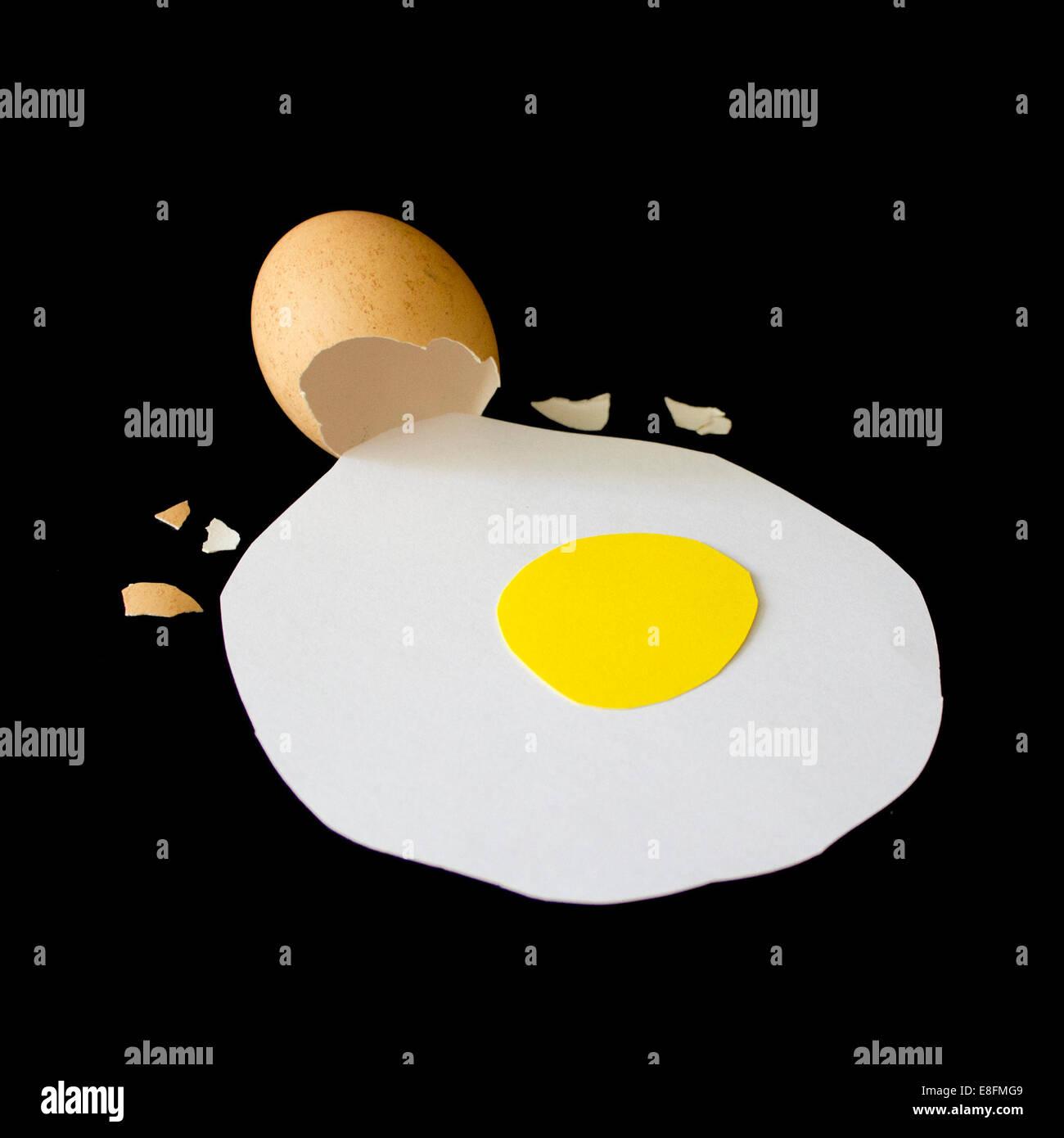 Conceptual cracked egg - Stock Image