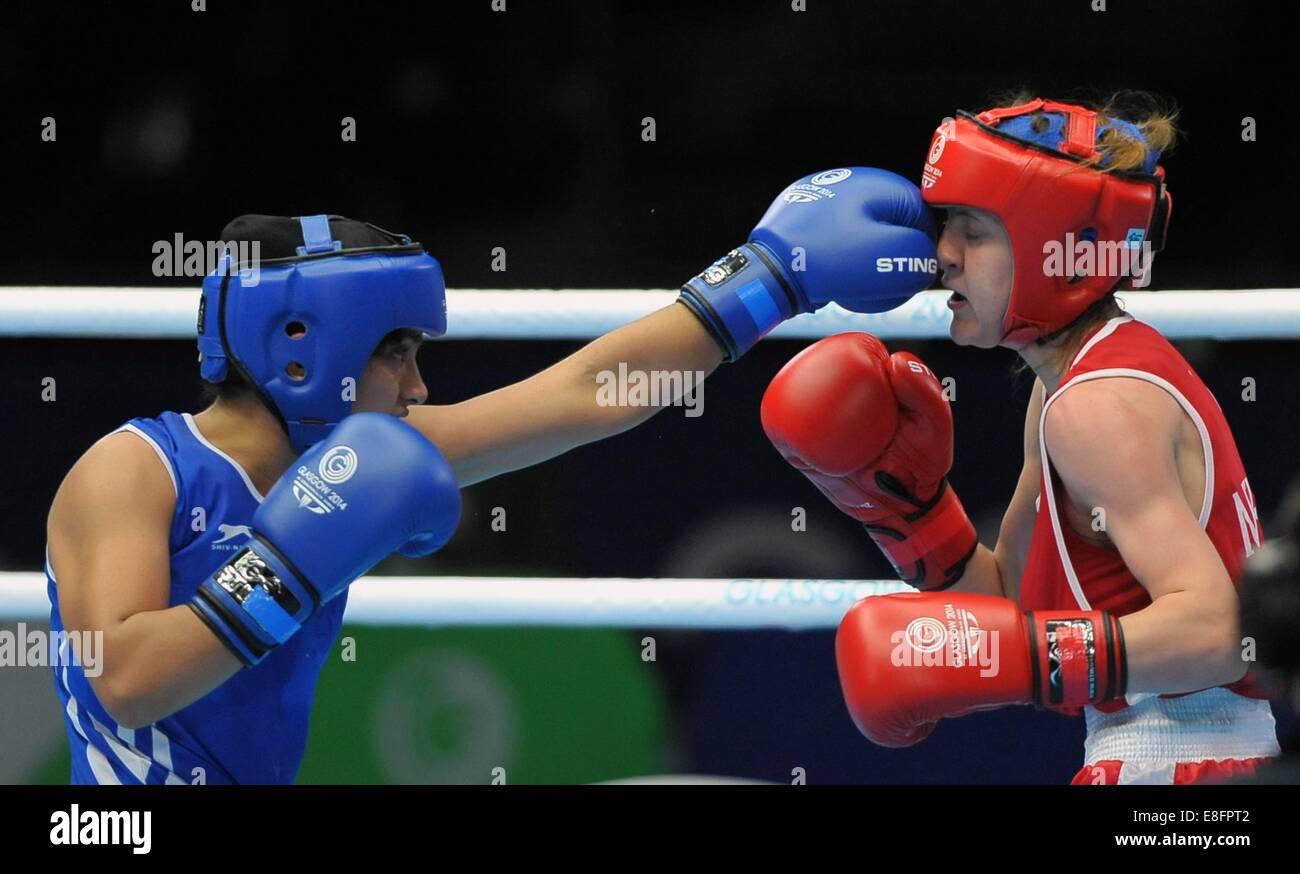 Michaela Walsh (NIR, red) and Pinki Rani (IND).Womens 48-51Kg.  Boxing - The SSE Hydro - Glasgow - UK - 01/08/2014 - Stock Image