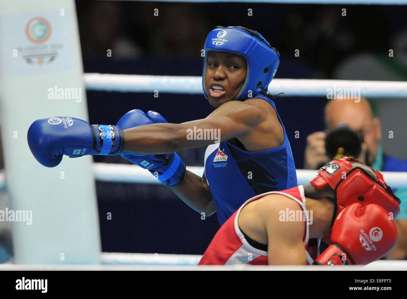 Nicola Adams (ENG, blue) and Mandy Bujold (CAN). Womens 48-51Kg. Boxing - The SSE Hydro - Glasgow - UK - 01/08/2014 - Stock Image