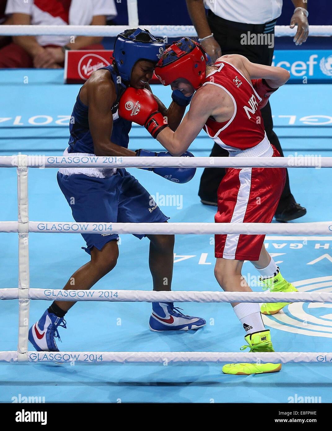 Nicola Adams (ENG) (Blue) beats Michaela Walsh (NIR) (Red) - Boxing Women's Fly 48-51kg - The SSE Hydro - Glasgow - Stock Image