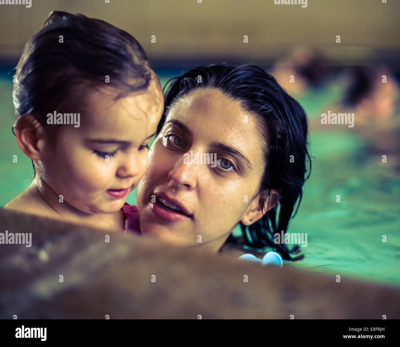 Mother and daughter at swimming baths - Stock Image
