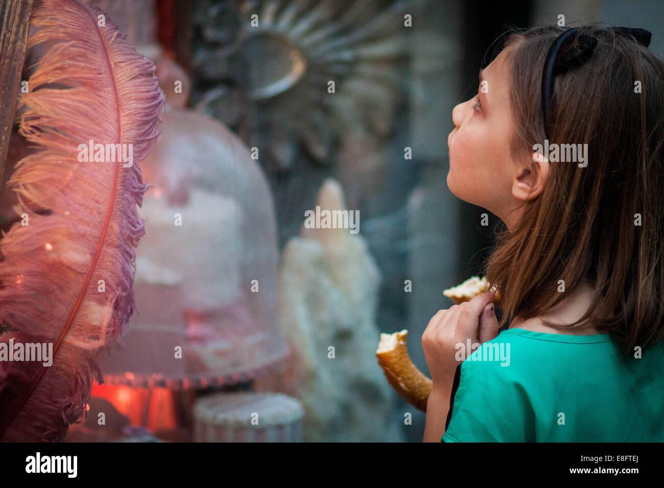 Girl window shopping - Stock Image