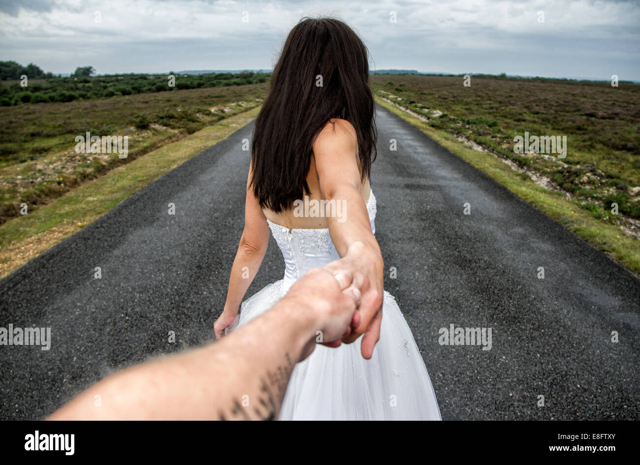 View of couple on long road - Stock Image