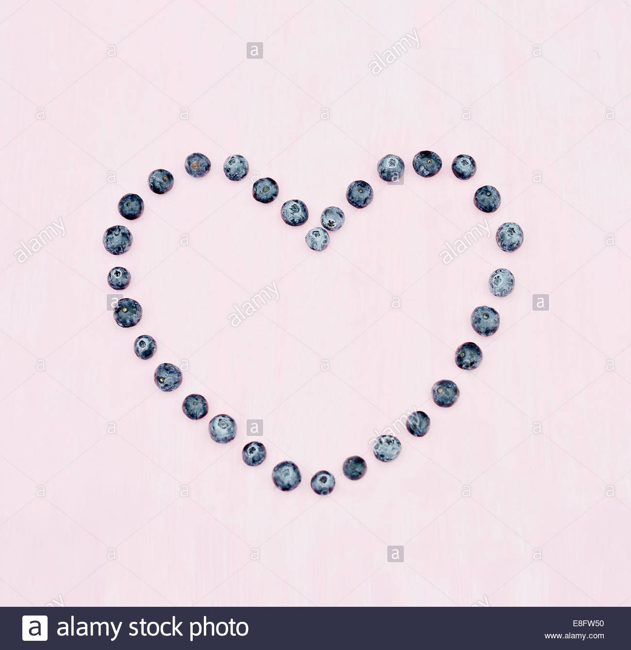 Blueberry Heart on pink background - Stock Image