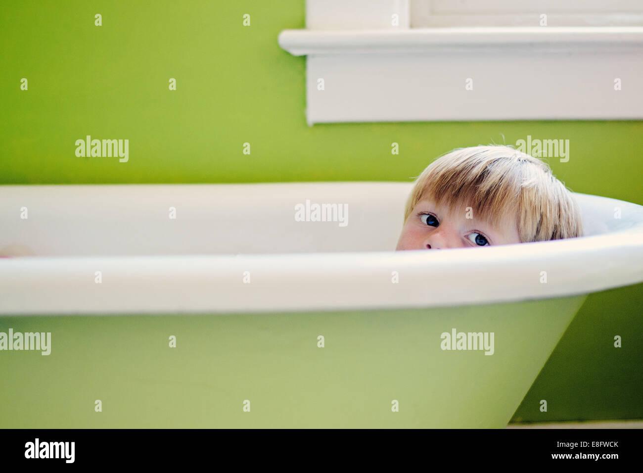 Boy in bath (4-5 years) - Stock Image