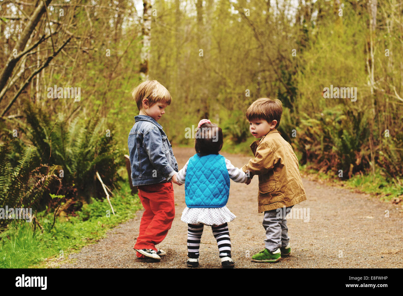 Children (2-3, 4-5) playing outdoors - Stock Image